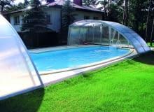 Przykrycia i zadaszenia. Osłony do basenu: zadaszenie z płyt poliwęglanowych.