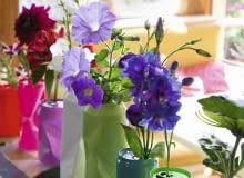 Bunte Dosen als Vasen, Stepfoto vorhanden SLOWA KLUCZOWE: Blume Blumenvasendosen Chrysantheme Chrysanthemum Deko-Idee Dekoration Dose Farbe f rben floral Florales gef rbt Getr nkedose Idee Kreativ Kreatives Kreativ-Idee Lackspray modern poppig Recycling Selbermachen selbst gemacht Hochformat