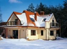 Potencjalnych miejsc przeciekania dachu jest tym więcej, im bardziej skomplikowany jest jego kształt