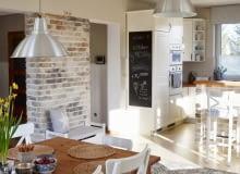 Kuchnia z jadalnią w stylu skandynawskim, meble kuchenne