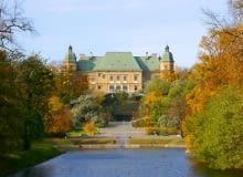 Widok na zamek Ujazdowski na osi Kanału Piaseczyńskiego