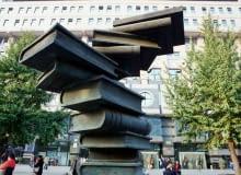 Pomnik książek przed Pekińskim Domem Książki