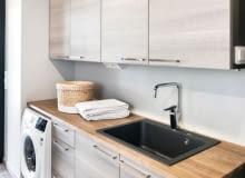 http://ladnydom.pl/zabezpiecz-mieszkanie-przed-sloncem-podpowiadamy-jak-zamocowac-rolety-wewnetrzne-zdjecia