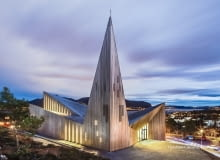 UKnarvik Church / Knarvik Kirke at dusk, Norway designed by Reiulf Ramstad Arkitekter.8BIM8BIMwww.hundven-clements.com8BIM/j