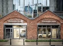 Nowy salon Volksawagena ma przypominać przytulne wnętrze mieszkalne. Projekt opracowali architekci ze studia modelina