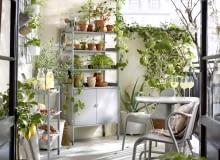 Meble balkonowe - ramy zaluminium, siedziska ioparcia ztworzywa sztucznego; krzesło ok. 200 zł, stolik ok. 250 zł, stalowy regał (78×38×158 cm) zregulowanymi nóżkami ok. 440 zł, wszystko IKEA.