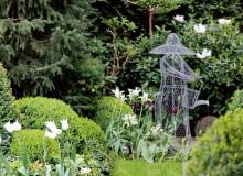 w moim ogrodzie wiosna jest subtelna i delikatna: w zieleni i bieli.