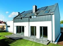 Dom energooszczędny powinien mieć prostą, zwartą bryłę, z dużymi przeszkleniami zorientowanymi na południe