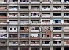 Wertykalna Fawela - wieżowiec Torre David w Caracas, przykład architektury powstającej spontanicznie w oparciu o relacje międzyludzkie.