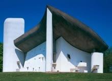 .Notre-Dame du Haut w Ronchamp we Francji, proj Le Corbusier