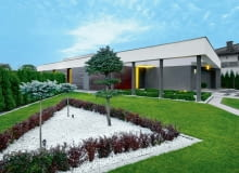 Może się wydawać, że ogród w takim minimalistycznym wydaniu nie wymaga naszej uwagi. Nic bardziej mylnego! Utrzymanie go w takiej formie też wymaga pracy