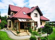 Dach a przepisy Zgodnie z obowiązującymi warunkami technicznymi współczynnik przenikania ciepła U dla dachu i stropodachu nie może przekraczać 0,20 W/(m2K). Wartość ta zmieni się od 2021 roku na lepszą i będzie wynosić 0,15 W/(m2K).