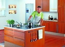 Jeśli zdecydujemy się umieścić wiszący kocioł jednofunkcyjny z zasobnikiem stojącym w kuchni, szczególną uwagę należy zwrócić na dobór odpowiedniego modelu zasobnika ciepłej wody. Najlepiej wówczas wybrać zbiornik wykonany ze stali kwasoodpornej, bądź też zabezpieczony anodą tytanową (ma znacznie dłuższą żywotność niż anoda magnezowa).
