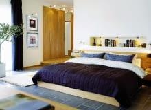 Sypialnia. Duże szafy garderobiane czasem stanowią rozwiązanie praktyczniejsze niż ciasna garderoba - zabierają mniej miejsca, a są bardziej pakowne