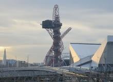 Tereny Olimpijskie w Londynie, wieża wieży Orbit, wys. 115 metrów. Projekt jest wynikiem współpracy rzeźbiarza Anisha Kapoora i konstruktora Cecila Balmonda z firmy Arup.