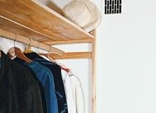 Kanał wentylacyjny z dala od drzwi. Taka lokalizacja gwarantuje dobrą wymianę powietrza w całym pomieszczeniu.
