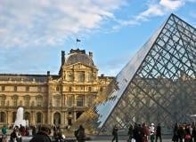 Szklana piramida przed Luwrem. Proj. I.M.Pei