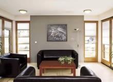 Okna narożne to dobry sposób na wykorzystanie naturalnego światła.