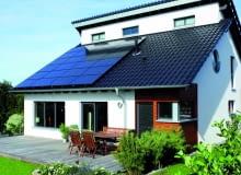 Paneli fotowoltaicznych układa się zawsze więcej niż kolektorów słonecznych, gdyż moc pojedynczego ogniwa jest niewielka