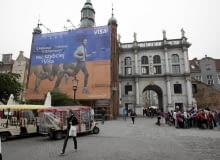 04.06.2013 Gdansk . Nielegalna reklama na Zlotej Bramie . Fot. Dominik Sadowski / Agencja Gazeta SLOWA KLUCZOWE: Bon Jovi