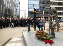 Skwer przy Okopowej 33 nosi oficjalnie imię Stefana Kuryłowicza.