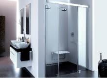 Szklane ścianki kabiny - by były czyste, po każdej kąpieli powinno się usuwać z nich wodę