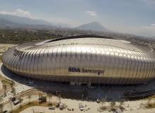 Estadio BBVA Bancomer, Montenerry - Meksyk (I nagroda w głosowaniu internautów, II nagroda w głosowaniu jury) - Stadion zaprojektowany przez pracownie Populous i VFO Arquitectos może pomieścić 51 000 widzów. Najbliższe rzędy od murawy dzieli tu jedynie 9 metrów. W obiekcie zaprojektowano też bardzo dużo miejsc w lożach zlokalizowanych pomiędzy dwoma poziomami widowni. W 324 lożach mieści się ponad 3 tysiące foteli.