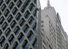 Lokalizacja wieży niestety potęguje wizualny chaos, choć nie można odmówić spektakularności widoku zurbanizowanej tkanki miejskiej.