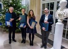 15-lecie izby Architektów. Na zdjęciu nagrodzeni dziennikarze: Piotr Sarzyński, Anna Cymer, Ewa Karendys oraz Filip Springer (Grand Prix).