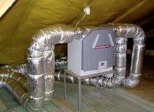 Centrala wentylacyjna, zwana rekuperatorem, zajmuje niewiele miejsca na strychu, w garażu lub pomieszczeniu gospodarczym.
