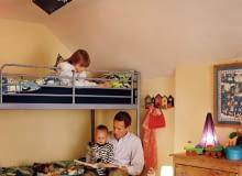 Ponieważ w dziecięcym pokoju jedno światło zostawiamy często zapalone nawet na całą noc, warto zastosować tam energooszczędne świetlówki