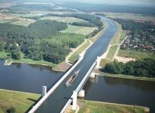 Skrzyżowanie wodne na rzece Elbie w okolicach Magdeburga.