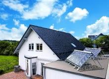 Problemu nadmiaru ciepła można produkowanego przez instalację solrną możemy uniknąć, montując odpowiedni rodzaj kolektorów lub ustawiając je pod większym kątem