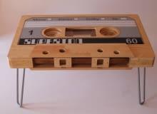 Stolik-kaseta magnetofonowa od polskiego projektanta