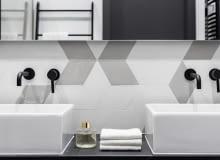 Łazienka - czerń czy biel?