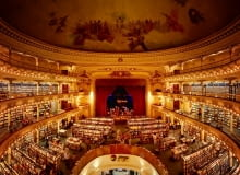 Teatr zmieniony na księgarnię