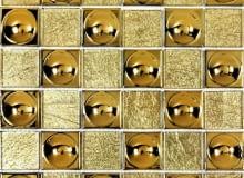Ściany. Mozaika szklana, czyli szkło w kostce. Wystarczy niewielki fragment ściany wyłożony szklaną mozaiką - i już łazienka albo kuchnia nie potrzebuje więcej dekoracji. Mieniące się barwami szkło pocięte w małe kostki wygląda niezwykle efektownie. Mozaiki szklane produkuje się ze szkła ciętego na kostki o okrelonych wymiarach. To produkt dość drogi - ceny większości zaczynają się od 100 zł za metr kwadratowy. W sklepach są podawane ceny jednego plastra. Kostki metalizowane, lustrzane, srebrne bądź złote najlepiej przyklejać bezbarwnymi klejami do luster.FLASH, 30 x 30 cm, Leroy Merlin, cena 49,95 zł