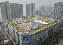 Domy na dachu chińskiego supermarketu