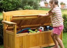 Drewniana dwuosobowa ławka z oparciem i pojemną skrzynią zamiast siedziska. Ebay.pl, 80 funtów