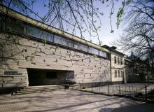 Krakowski Bunkier Sztuki - jedyna tak zdecydowanie modernistyczna realizacja w obrębie Starego Miasta aż do lat 90. XX wieku, która do dziś zaskakuje nowoczesnością.