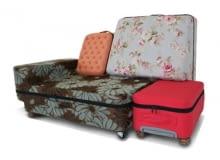 Zestaw walizek, które mogą być również kanapą.
