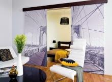 drzwi przesuwne między salonem a sypialnią