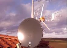 Do odbioru sygnałów naziemnych wykorzystywane są anteny na zakres: UKF-FM (radio), VHF i UHF