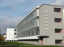 Zabudowania Bauhausu w Dessau powstały w latach 1925-1926