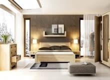 Z KLIMATEM. Jasne drewno jest ciepłe i przytulne, a jednocześnie nie dominuje we wnętrzu. Sypialnia NEBRASKA: łóżko (200 x 160 cm) 699 zł, szafka nocna 159 zł Agata