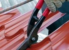 Blachodachówkę powinno się przycinać specjalnymi nożycami, które nie niszczą krawędzi arkuszy