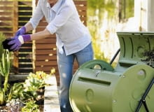 Kompostownik obrotowy. Kompostownik powinien zapewniać rozkładającym się w nim resztkom dobre napowietrzenie, odpowiednią wilgotność i temperaturę