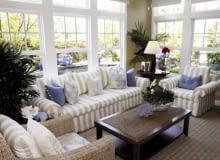Okna w prostopadłych ścianach gwarantują dobre światło iwrażenie przestronności wnętrza