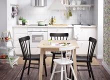 Kuchnia z miejscem na spożywanie posiłków. Stół, blat, a może barek?