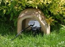 Osłona ogrodowych gniazd przyłączeniowych. Można w niej też ukryć transformator umieszczony nad gruntem.